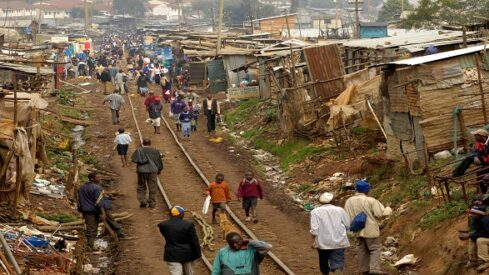 الفقر مع التنمية .. الكل أصبح فقيراً !!