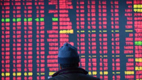 هل يقف العالم على حافة كساد اقتصادي كبير ؟