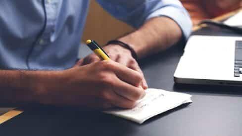 دراسة : تباطؤ سوق العمل يدفع الموظفين للالتحاق بالدراسات العليا