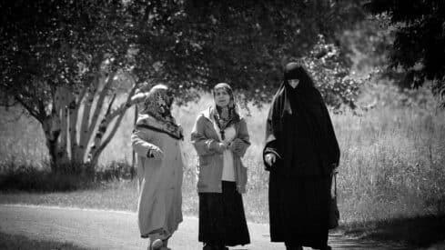 اعوجاج المرأة زينة لا عيب