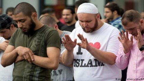 هل يدعو الاسلام إلى الانعزال عن غير المسلمين؟