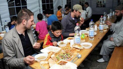 مسلمون خلال شهر رمضان بأوروبا