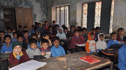 هل تتحسن حياة الطفل مع تعليم سيء ؟
