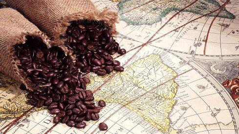 """التاريخ الثقافي لـ """"القهوة"""": جدلية التحليل والتحريم"""