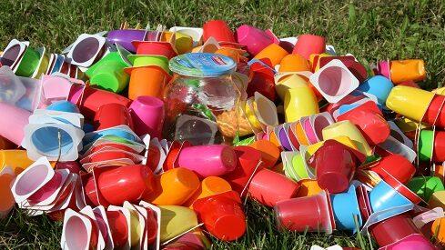 ماذا تعرف عن مخاطر استخدام البلاستيك ؟