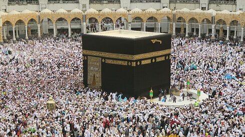 شواهد في الحرم المكي تدل على الإعجاز الإلهي.. رسالة للملحدين