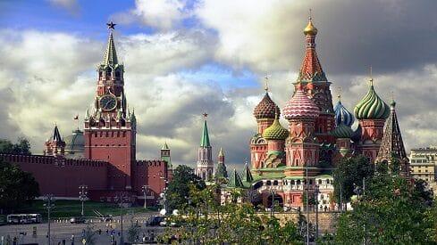 موسكو.. غموض تبدده الأقلام