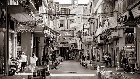 بيروت.. بين الرصاصات والجداريات,