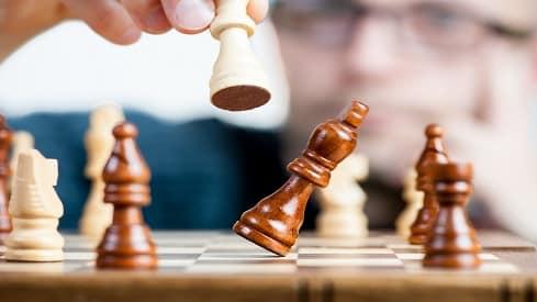 التفكير الجانبي هو النهج التدريجي للإبداع, الإختراع والابتكار, التفكير الجانبي, تقنيات التفكير,