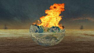 اشتعال النار في البحر