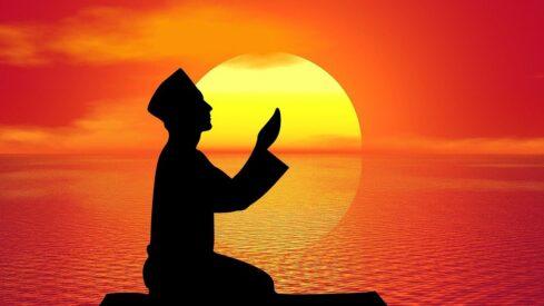معراج العباد إلى ربهم: (لا إله إلا الله)، وقفة على معانيها، واقتباس من أنوارها
