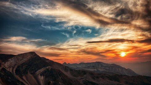 مخالفة آدم عليه السلام أمر الله وتوبته بعد.. أسرار وحكم للإنسانية