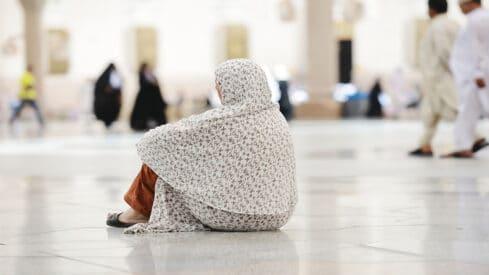 حلق المرأة رأسها بعد الإحرام