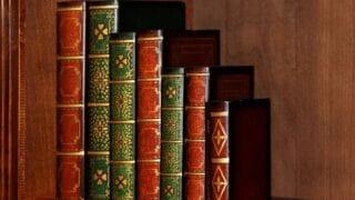 رفوف كتب إسلامية