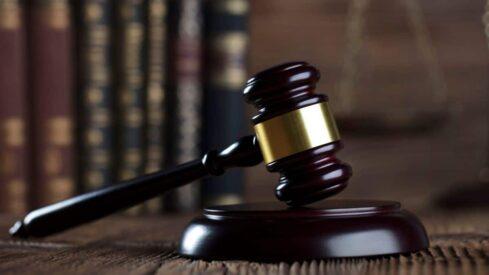 يحكم القاضي في الخصومة