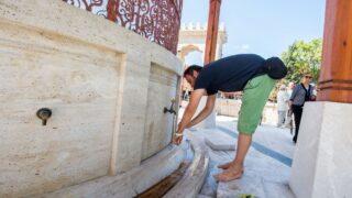 A Muslim preparing for salah